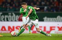 FUSSBALL   1. BUNDESLIGA   SAISON 2012/2013    20. SPIELTAG SV Werder Bremen - Hannover 96                           01.02.2013 Nils Petersen (SV Werder Bremen) Einzelaktion am Ball