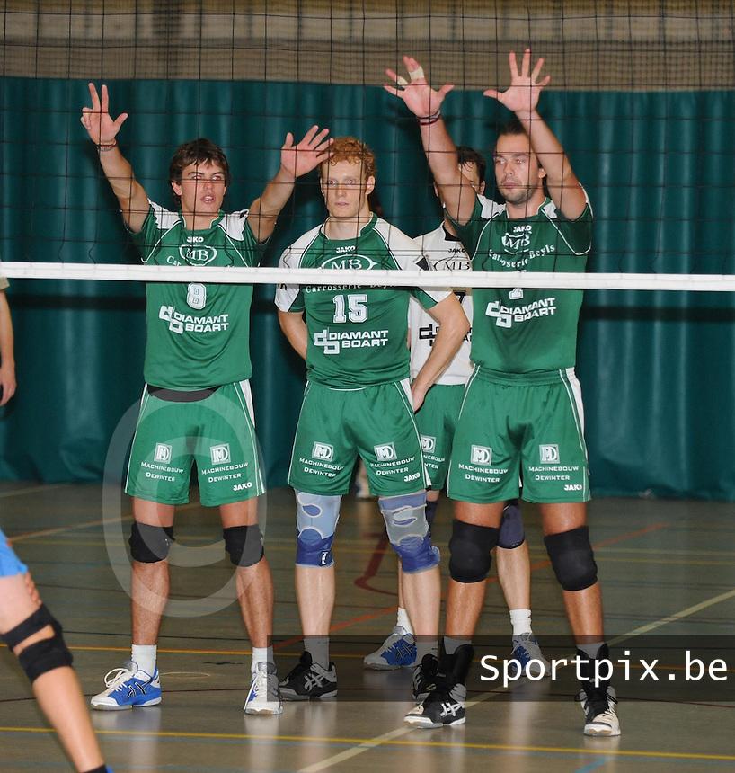 Marke Webis heren 1e divisie : blok van Quinby Tertooy , Thijs Claassen en Niek Nolf.foto VDB / BART VANDENBROUCKE