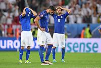 FUSSBALL EURO 2016 VIERTELFINALE IN BORDEAUX Deutschland - Italien      02.07.2016 Mattia De Scoglio, Graziano Pelle und Marco Parolo (v.l., alle Italien) sind enttaeuscht