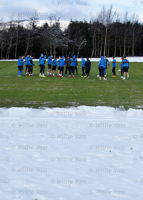 Kenny McDowall and Gordon Durie talking tactics and formations with the Rangers players