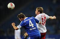 FUSSBALL   1. BUNDESLIGA    SAISON 2012/2013    14. Spieltag   Hamburger SV - FC Schalke 04                               27.11.2012 Benedikt Hoewedes (li, FC Schalke 04) gegen Artjoms Rudnevs (re, Hamburger SV)