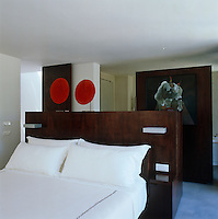 The wooden floating wall which separates the ensuite bathroom from the master bedroom features a painting of a bull
