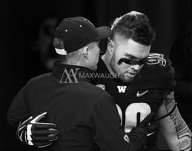 Taniela Tupou gets a hug from Chris Petersen before taking the field for the last time at Husky Stadium.