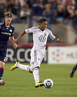 DC United midfielder Andy Najar (14) on the attack. The New England Revolution defeated DC United, 1-0, at Gillette Stadium on August 7, 2010.