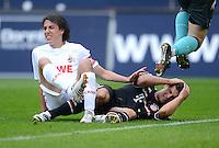 FUSSBALL   1. BUNDESLIGA  SAISON 2011/2012   34. Spieltag 1. FC Koeln - FC Bayern Muenchen        05.05.2012 Pedro Geromel (li, 1. FC Koeln) gegen Mario Gomez (FC Bayern Muenchen)