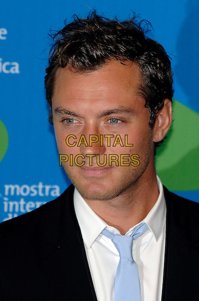 "JUDE LAW .Photocall for ""Sleuth"" at the 64th Venice Film Festival (La Biennale di Venezia), Venice, Italy..August 30th, 2007.headshot portrait stubble facial hair.CAP/PL.©Phil Loftus/Omega/Capital Pictures"