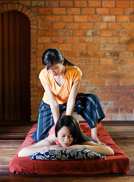 A woman receives a traditional Lao massage at Papaya Spa..Using old-style Lao techniques, this is a firm and deep massage. It releases tension, increases vitality and flexibility, and creates balance of mind, body and spirit. Vientiane, Laos..