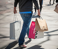 Shoppers with their purchases on Fifth Avenue in New York on Thursday, April 2, 2015. (© Richard B. Levine)