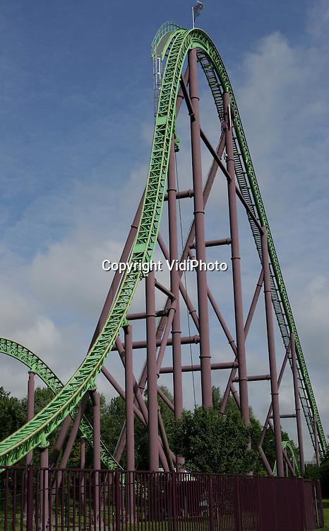 Foto: VidiPhoto..BIDDINGHUIZEN - Achtbaan De Goliath in attractiepark Walibi World bij Biddinghuizen.