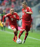 FUSSBALL   1. BUNDESLIGA  SAISON 2011/2012   29. Spieltag FC Bayern Muenchen - FC Augsburg       07.04.2012 Franck Ribery (li,) mit Bastian Schweinsteiger (FC Bayern Muenchen)