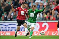 FUSSBALL   1. BUNDESLIGA   SAISON 2012/2013   3. SPIELTAG Hannover 96 - SV Werder Bremen     15.09.2012 Lars Stindl (Hannover 96) gegen Philipp Bargfrede (SV Werder Bremen)