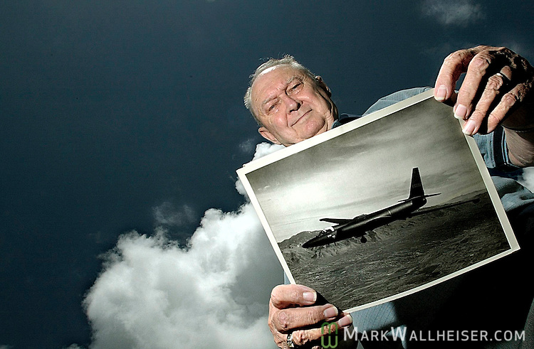 Former U2 pilot Richard Heyser with a 1960s photo of a CIA &quot;Blackbird&quot; U2 spy plane like the one he flew to take photographs of the Cuban missile silos that was the start of the Cuban Missile Crises.