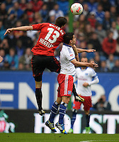 FUSSBALL   1. BUNDESLIGA   SAISON 2012/2013    34. SPIELTAG Hamburger SV - Bayer 04 Leverkusen                      18.05.2013 Jens Hegeler (li, Bayer 04 Leverkusen) gegen Tomas Rincon (re, Hamburger SV)