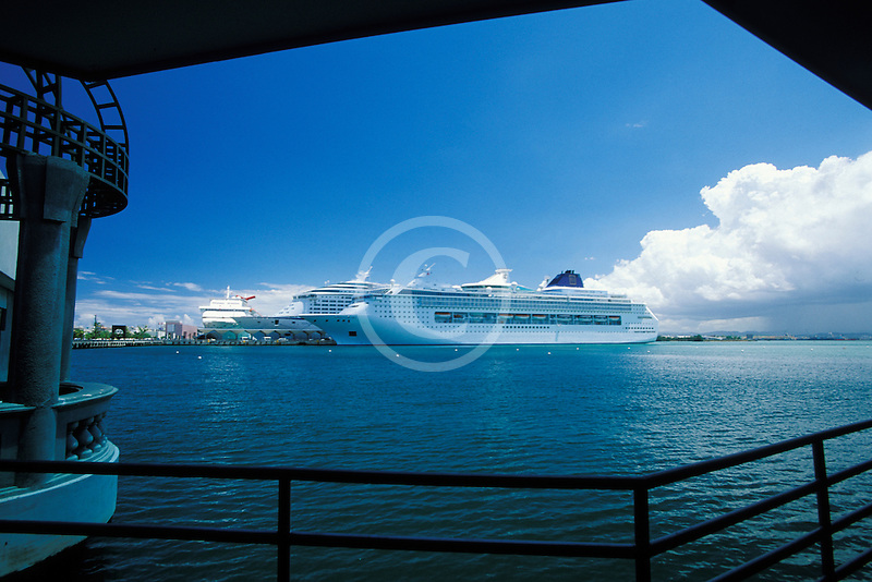 Puerto Rico, San Juan, Cruise ships in harbor
