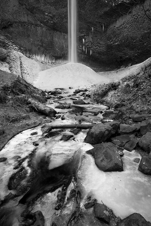 Latourell Falls in winter © Carli Davidson