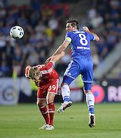 FUSSBALL  SUPERCUP  FINALE  2013  in Prag    FC Bayern Muenchen - FC Chelsea London          30.08.2013 Toni Kroos (li, FC Bayern Muenchen) gegen Frank Lampard (re, FC Chelsea)