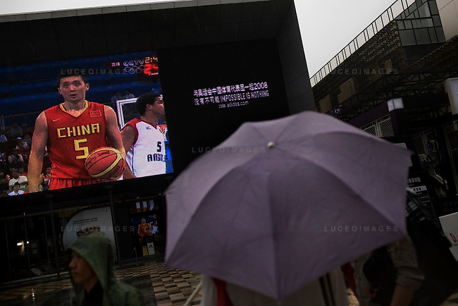 Beijingers watch a China Olympic basketball game outside the Adidas store in Beijing, China on Thursday, August 14, 2008.  Kevin German