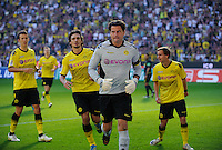 Fussball Bundesliga Saison 2011/2012 8. Spieltag Borussia Dortmund - FC Augsburg Roman WEIDENFELLER (BVB, 2.v.r) nach seinem gehaltenen Strafstoss gegen Gibril SANKOH (Augsburg) mit v.l.: Ivan PERISIC (BVB), Mats HUMMELS (BVB), Chris LOEWE (BVB).