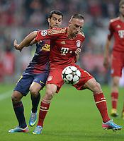 FUSSBALL  CHAMPIONS LEAGUE  HALBFINALE  HINSPIEL  2012/2013      FC Bayern Muenchen - FC Barcelona      23.04.2013 Pedro Rodriguez (li, Barca) gegen Franck Ribery (re, FC Bayern Muenchen)