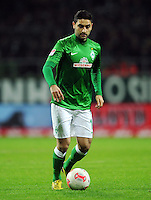 FUSSBALL   1. BUNDESLIGA    SAISON 2012/2013    14. Spieltag   SV Werder Bremen - Bayer 04 Leverkusen                28.11.2012 Mehmet Ekici (SV Werder Bremen) Einzelaktion am Ball