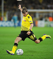 FUSSBALL   CHAMPIONS LEAGUE   SAISON 2011/2012  Borussia Dortmund - Arsenal London        13.09.2001 Marcel SCHMELZER (Borussia Dortmund) Einzelaktion am Ball