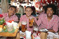 FUSSBALL 1. BUNDESLIGA   SAISON 2012/2013 Die Mannschaft des FC Bayern Muenchen besucht das Oktoberfest am 07.10.2012 Luiz Gustavo, Rafinha und Dante (v.li.) stossen mit einer Mass Bier an