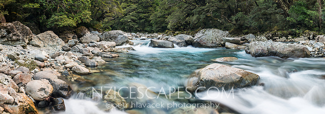 Hollyford River in Fiodland, Fiordland National Park, Southland, UNESCO World Heritage Area, New Zealand