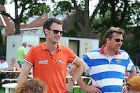 KAATSEN: LEEUWARDEN: 20-07-2014, Rengersdag, Taeke Triemstra en oud kaatser Johan Okkinga, ©foto Martin de Jong, ©foto Martin de Jong