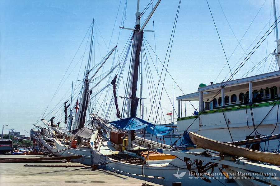 South Sulawesi, Makassar. The old harbor in Makassar (Ujung Pandang) with traditional Pinisi sailing vessels.