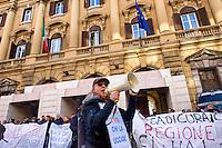 Roma, 22 Dicembre 2014<br /> Manifestazione di lavoratori della sanit&agrave;, a rischio licenziamento dell' Aurelia Hospital, della European Hospital e della casa di Cura Citt&agrave; di Roma. Circa 160 lavoratori saranno licenziati e altri 2000 lavoratori rischiano il licenziamento perch&egrave; la Regione Lazio ha tagliato i fondi per le prestazioni salvavita.I lavoratori fanno il funerale alla sanit&agrave; davanti al Ministero dell'Economia e delle Finanze.<br /> Rome, December 22, 2014<br /> Demonstration by health workers, at risk of dismissal of the Aurelia Hospital, the European Hospital and Home Care City of Rome. About 160 workers will be laid off and another 2000 workers risk dismissal because the Lazio Region has cut funds for life-saving performance. The workers make the funeral to the Health in front of the Ministry of Economy and Finance.