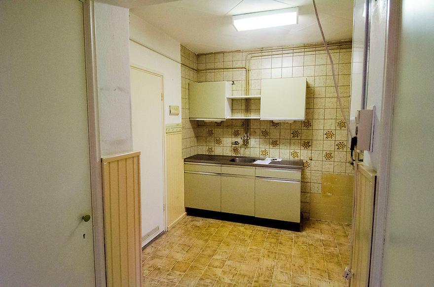 Nederland, Zeist, 22 sept 2014<br /> Leegstaande woning in appartementenflat.<br /> De flat wordt gesloopt, de bewoners zijn er daarom uit.<br /> Foto: (c) Michiel Wijnbergh