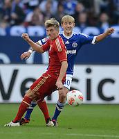 FUSSBALL   1. BUNDESLIGA  SAISON 2012/2013   4. Spieltag FC Schalke 04 - FC Bayern Muenchen      22.09.2012 Toni Kroos (LI, FC Bayern Muenchen) GEGEN Lewis Holtby (FC Schalke 04)