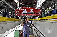Linha de montagem do Ford Ka. São Bernardo do Campo. São Paulo. 2009. Foto de Juca Martins.
