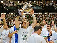 Felix Lobedank (FAG) mit dem Pokal bei der Siegerehrung