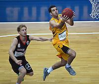 Basketball  1. Bundesliga  2016/2017  Hauptrunde  12. Spieltag  04.12.2016 Walter Tigers Tuebingen - ratiopharm Ulm Jared Jordan (re, Tigers) gegen Per Guenther (li, Ulm)