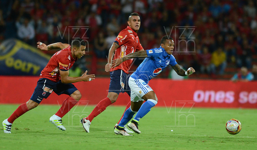 MEDELLÍN -COLOMBIA-28-MAYO-2016. Acción de juego entre Medellín  y  Millonarios  durante partido por la fecha 20 de Liga Águila I 2016 jugado en el estadio Atanasio Girardot ./ Actions game between    Medellin and  Millonarios  during the match for the date 20 of the Aguila League I 2016 played at Atanasio Girardot  stadium in Medellin . Photo: VizzorImage / León Monsalve  / Contribuidor