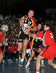 Handball Herren, Laenderspiel, UNIVERSA-CUP Hanns-Martin-Schleyerhalle Stuttgart (Germany) Nationalmannschaften, Deutschland - Tschechien Heiko Grimm (GER) am Ball rechts: Petr Keyval (CZE)