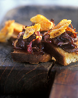 Europe/France/Ile-de-France/75/Paris: Crostinis ou Tartine à la fondue d'oignons rouges caramélisés et Parmesan