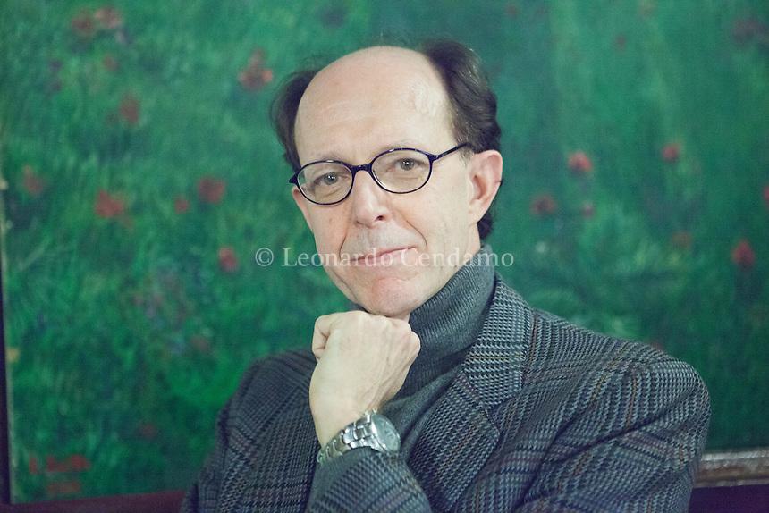 FAbrizio Pasanisi è giornalista, autore televisivo, studioso di letteratura e traduttore. Con Bert e il Mago, suo libro d'esordio, è stato finalista al Premio Italo Calvino 2012, dove ha ricevuto la menzione speciale della giuria. Premio Bagutta esordiente. Milano, 26 gennaio 2014. © Leonardo Cendamo
