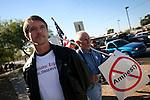 Chris Simcox, President of the Minutemen Civil Defense Corps Project.Phoenix, AZ.12/10/05.photos: Hector Emanuel