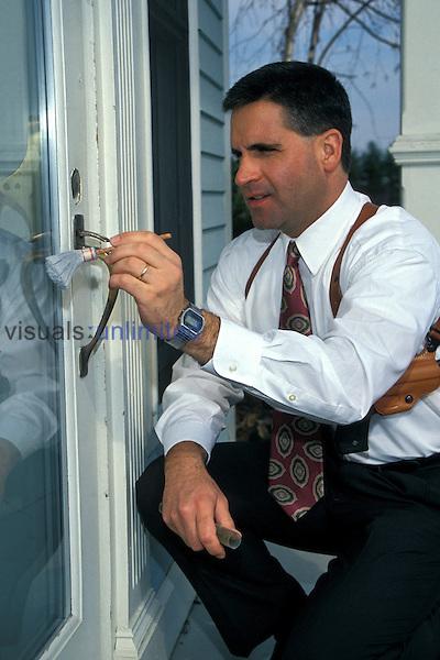 Detective dusting for finger prints