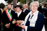 Roma 16 Settembre 2015<br /> Il  sindaco di Roma, Ignazio Marino inaugura piazza Martin Lutero, padre della Riforma Protestante, nel parco del Colle Oppio accompagnato da una delegazione di deputati tedeschi. Il sindaco di Roma Ignazio Marino e il sindaco di Lutherstadt Eisleben, citt&agrave; natale di Lutero, Jutta Fischer.<br /> Rome 16 September 2015<br /> The mayor of Rome, Ignazio Marino inaugurates Square Martin Luther, father of the Protestant Reformation, in the park of Colle Oppio accompanied by a delegation of German MPs. Rome mayor Ignazio Marino and Mayor of Lutherstadt Eisleben, hometown of Martin Luther, Jutta Fischer.