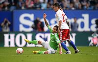FUSSBALL   1. BUNDESLIGA   SAISON 2012/2013    32. SPIELTAG Hamburger SV - VfL Wolfsburg          05.05.2013 Vierinha (li, VfL Wolfsburg) gegen Zhi-Gin Lam (re, Hamburger SV)