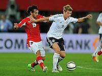 Fussball International  WM Qualifikation 2014   11.09.2012 Oesterreich - Deutschland Veli Kavlak (li, Oesterreich) gegen Toni Kroos (Deutschland)