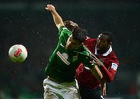 FUSSBALL   1. BUNDESLIGA   SAISON 2012/2013    20. SPIELTAG SV Werder Bremen - Hannover 96                           01.02.2013 Sokratis Papastathopoulos (re, SV Werder Bremen) gegen Johan Djourou (re, Hannover)