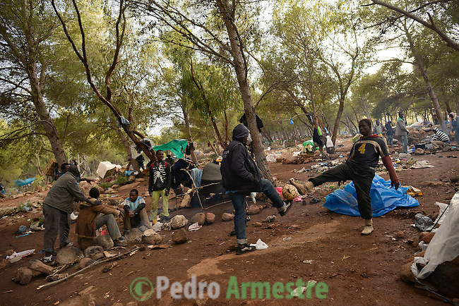 Near 400 sub-Saharan immigrants survive in the mount Gurugú, in Morocco, waiting of an opportunity to jump the fence that separates them from Melilla, Spain, and from their dream of being employed at Europe. Many of them, between which there are minors, denounce violence from the police and the Moroccan army. October 28, 2012. © Pedro ARMESTRE