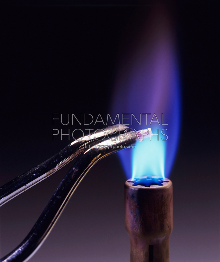 how to get blue fire from bunsen burner
