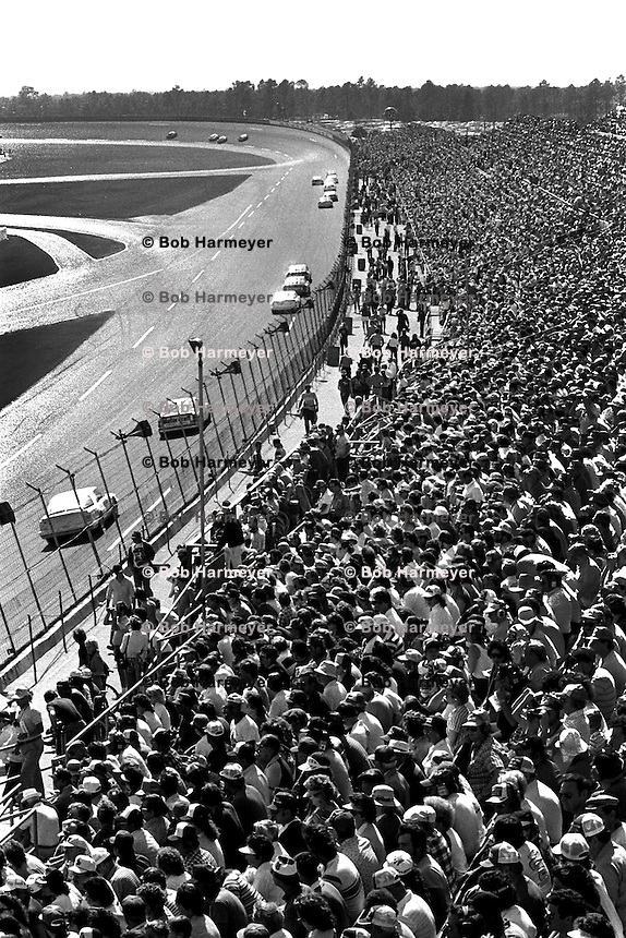 DAYTONA BEACH, FL - FEBRUARY 16: A group of cars race toward Turn 1 during the Daytona 500 NASCAR Winston Cup race at the Daytona International Speedway in Daytona Beach, Florida, on February 16, 1986.