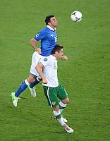 FUSSBALL  EUROPAMEISTERSCHAFT 2012   VORRUNDE Italien - Irland                       18.06.2012 Andrea Barzagli (li, Italien) gegen Kevin Doyle (re, Irland)