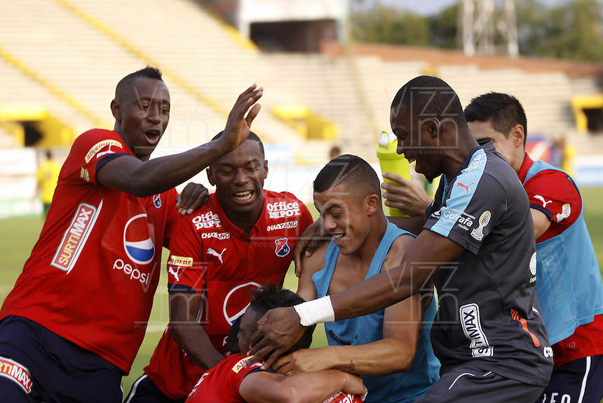 NEIVA, COLOMBIA, 24-02-2016: Jugadores de Independiente Medellín celebran después de anotar un gol a Atlético Huila durante partido válido por la fecha  6 de la Liga Águila I 2016 jugado en el estadio Guillermo Plazas Alcid de la ciudad de Neiva./ Players of Independiente Medellin celebrate after scoring a goal to Atletico Huila during match valid for the date 6 of the Aguila League I 2016 played at Guillermo Plazas Alcid in Neiva city. VizzorImage / Sergio Reyes / Cont